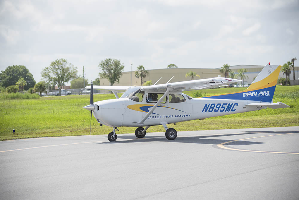 Cessna 172 pilot training flight school academy
